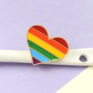 🆕️ Rainbow Heart Fashion Pin ✴